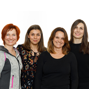 Auf dem Bild sind die vier Tanzlehrerinnen zu sehen, die die Tanzwerkstatt Dreaming begleiten.